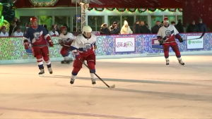 Putin esitteli taas jääkiekkotaitojaan Punaisella torilla