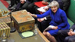 Britannian pääministeri yrittää avata Brexit-takalukon