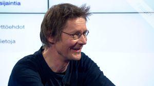 Kirjailija Juha Hurme vastaa hakukoneessa usein etsittyyn kysymykseen: Kuinka iskeä nainen