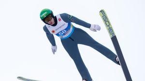 Katso suomalaisten hypyt yhdistetyn mäkiosuudella