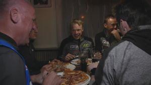 Sami Jauhojärvi vei MM-viestimiehet pizzalle