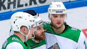 KHL:n suomalaissensaatiolla itseluottamus tapissa - Hartikainen haki osumaa ilmaveivillä