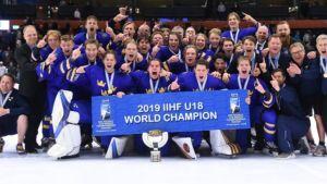 Näin alaikäinen jääkiekon superlupaus teki Ruotsille historiallisen osuman