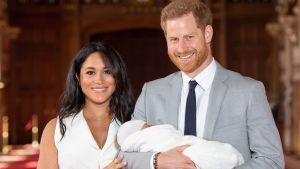 Prinssi Harry ja herttuatar Meghan esittelivät vauvansa