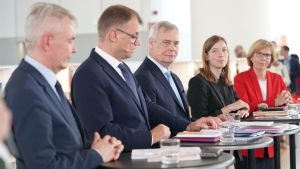 Tiedotustilaisuus hallitusohjelmasta ja ministeripaikkojen jaosta