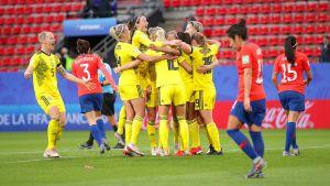 Ruotsi voittoon viime hetken maaleilla