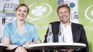 Keskustan johtajaehdokkaat Katri Kulmuni ja Antti Kaikkonen iskevät yhteen