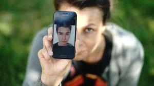 Esiinnyin netissä 14-vuotiaana poikana ja sain heti aikuisilta peniskuvia – Asiantuntijoiden mukaan seksuaalikasvatus alkaa liian myöhään