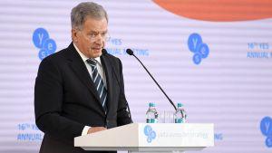 Presidentti Niinistö tapaa suomalaismediaa Kiovassa