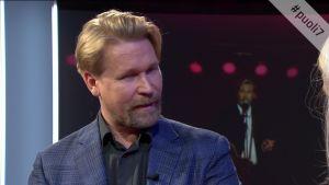 Näyttelijä Matti Ristinen näyttää, miten hän löysi Kari Tapion puhetavan