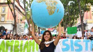 Maailman nuoret marssivat ilmaston puolesta