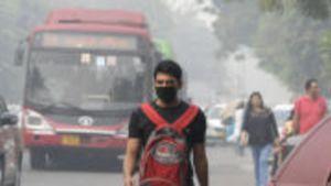 Savusumu peitti näkyvyyden Delhissä: Ulkona ei kannata kuntoilla
