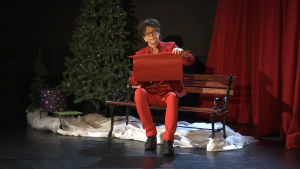 Tiina Lindfors julistaa modernin joulurauhan