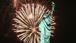 Vuosi vaihtuu maailmalla - näyttävimmät ilotulitukset New Yorkista Yhdysvalloista