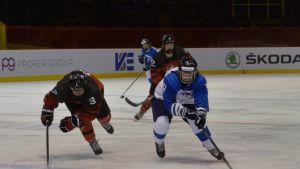 Tyttöleijonat taipui Kanadalle MM-välierässä.