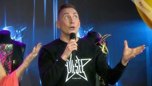 Drag-artisti Marko Vainio kertoo, millä eleillä olet kuin ilmetty huippulaulaja