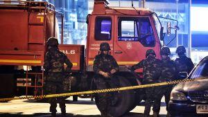 Katso video: ihmiset pakenevat ampujaa Thaimaassa