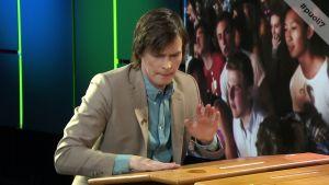 Näyttelijä Johannes Holopainen sai pöytärummutukseen vastuksen manserockin ytimestä