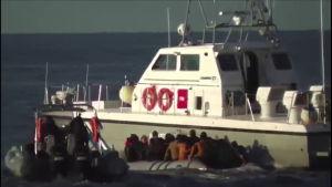 Kreikan rannikkovartiosto estää Eurooppaan pyrkivien siirtolaisten rantautumisen