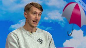 Jussi Vatanen kuvailee pienten paikkakuntien kaverisuhteita,  kun toiset lähtevät ja toiset jäävät