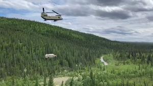 Elokuvabussi poistettiin Alaskan erämaasta