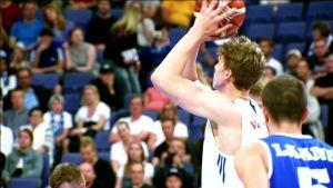 Urheilu: Lauri Markkasen donkkeja Viro-ottelusta