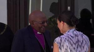 Herttuaparin Archie-vauva tapasi arkkipiispa Tutun