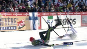 Urheilujuttuja: Krista Pärmäkoski kaatui sprintin erävaiheessa