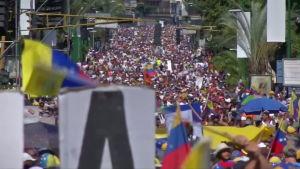 Venezuelan oppositio nostatti väkijoukot kaduille