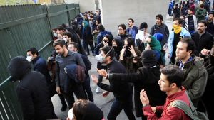 Iranilaisopiskelijat osoittivat mieltään Teheranin yliopistolla 30. joulukuuta.