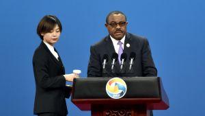 Pääministeri Hailemariam Desalegn pitämässä puhetta,