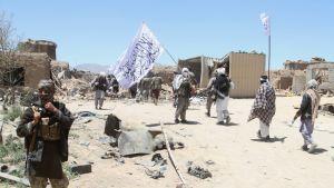 talibanin sissit partioivat
