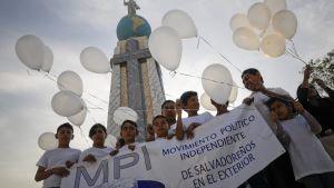 Yhdysvaltoihin muuttaneiden elsalvadorilaisten siirtolaisten lapset osoittavat mieltä suojeluohjelman jatkamiseksi vuonna 2011.