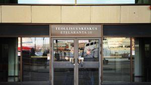 Elinkeinoelämän keskusliitto EK:n teollisuuskeskus Helsingissä osoitteessa Eteläranta 10.