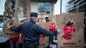 Mielenosoitus Pariisissa Turkin pidättämien toimittajien puolesta