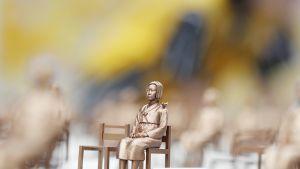 Korealaista lohtunaista esittävä patsas Soulissa.