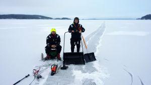 Joonas Hokkanen ja Marie Louise Fant huilasivat kesken kolausurakan keskellä Haukivettä.