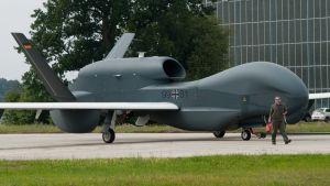 iso lentokone eurohawk