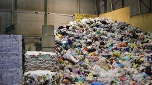 Kierrätettävää muovia.