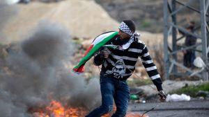 palestiinalainen mielenosoittaja Ramallahissa