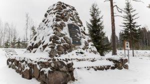 Vapaussodan viimeisen taistelun muistomerkki Luumäellä.