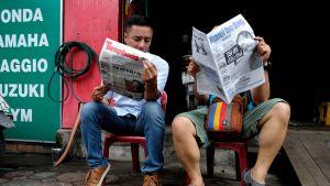 vietnamilaiset lukevat lehtiä