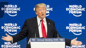 - Yhdysvallat on avoinna bisnekselle, Yhdysvaltain presidentti Donald Trump kertoi Sveitsin Davosiin kokoontuneelle talouseliitille.