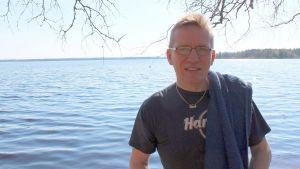 Ensitöinään Kyyjärven kunnanjohtajana toukokuussa 2013 Eero Ylitalo kävi uimassa Kyyjärvessä Radio Keski-Suomen suorassa lähetyksesssä.