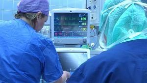 monitoreja sairaalan leikkaussalissa