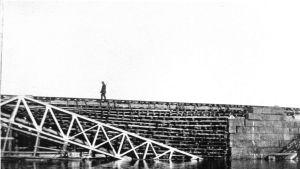 Vartija Kiepin rautatiesillalla vuonna 1918.