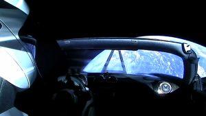 Tesla avaruudessa