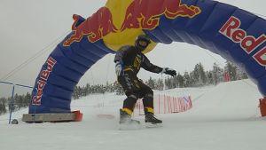Saariselällä kisailtiin alamäkiluistelun MM-sarjapisteistä Riders cupin -osakilpailussa.