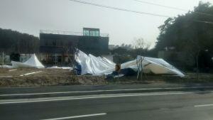 Tuuli on kaatanut kisatelttoja Gangneungin alueella Korean olympialaisissa.