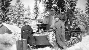 anssaripataljoonan Vickers-vaunu Hämeenlinnassa talvella 1940.